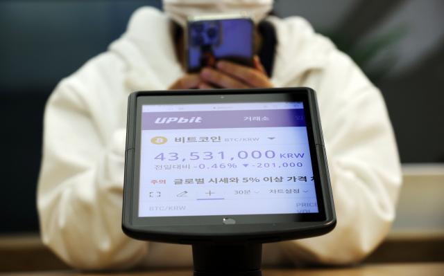 '셀프상장 후 되팔기'로 수천억 차익…암호화폐 거래소 모럴해저드 '철퇴'