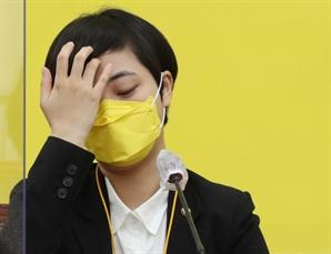 """""""BTS 타투 가린 반창고 떼라"""" 외침에…류호정 역풍 왜"""
