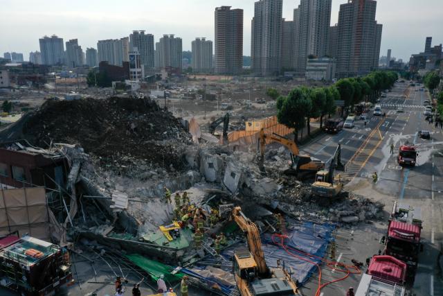 '광주 철거건물 붕괴' 현장 밤샘 수색…추가 발견 매몰자 없어