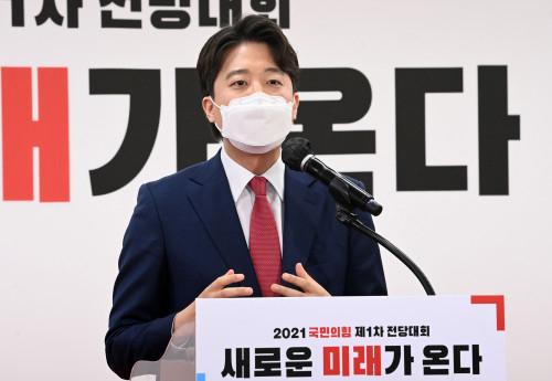 이준석 당대표 당선에 송영길 '합리적 보수로 발전하는 전환점 되길'