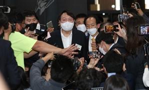 '공개일정 효과' 윤석열, 35.5%…이재명 27.7%과 오차밖 격차