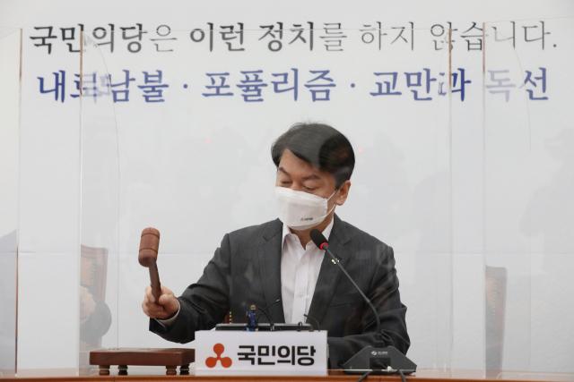 """안철수 """"제1야당 기득권 내려놔야""""…이준석 """"국힘에 기득권 없다"""""""