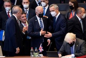 바이든, 나토 정상들과도 '대중 압박'