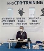 '단식' 김용익 건보공단 이사장, 국회 보건복지위 회의 참석
