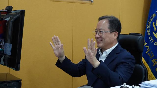 '조국, 온 가족 조리돌림 견뎌줘 고맙다' 부산교육감 응원 글 논란