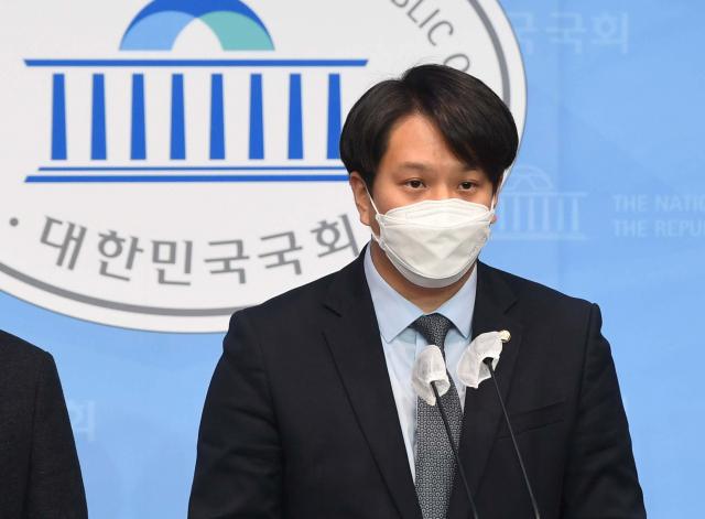 """이준석 수술실 CCTV 신중…전용기 """"야당 대표는 평론가 아냐, 소신 밝히라"""""""