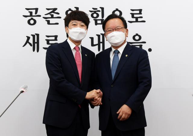 """이준석, 김부겸·이철희 만나 """"여야정 협의체 재가동이 합리적"""""""