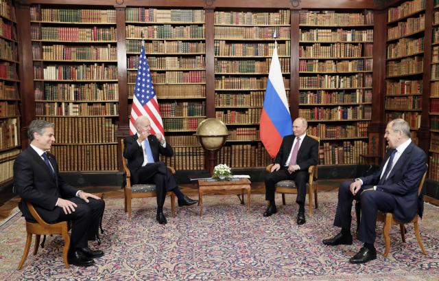 바이든 '얼굴 마주보니 좋아'…푸틴 '회담 제안 감사'