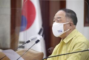 """[속보] 홍남기 """"소상공인 사회보험·전기·가스요금 7~9월분 납부유예"""""""