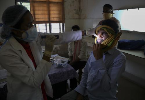 '검은 곰팡이증' 감염된 인도 어린이 3명…안구 제거 '비극'