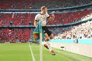 '자책골' 포르투갈, 독일에 무릎