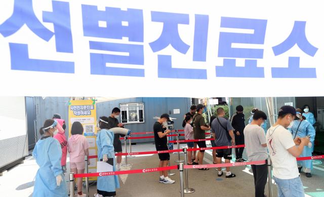 새 '거리두기' 7월 시작 시기상조?…정부 '기본 방역 수칙 준수해야'