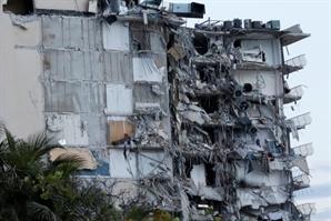 [사진]  40년된 아파트 와르르…美  플로리다서 붕괴사고