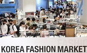 소비자들로 붐비는 '코리아패션마켓 시즌3' 행사장