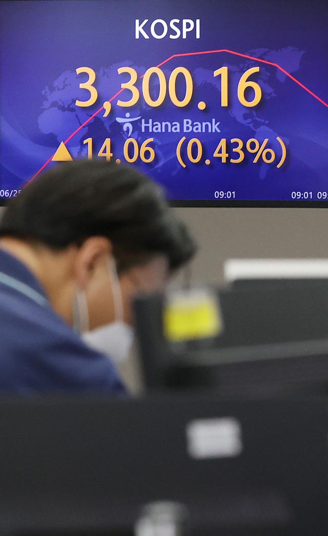 코스피 3,300 돌파...외국계 IB도 '아시아서 한국 선호'