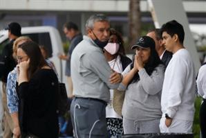 """""""기적 일어나길 빌고 있다""""…애타는 美플로리다 아파트 붕괴 실종자 가족들"""