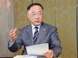 """홍남기 """"최저임금 9,160원, 경제상황·지불능력 한계·생활곤란 고려한 결정"""""""