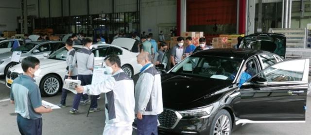 '경쟁차 직접 뜯어봐라' 기아 공장에 전시된 벤츠·BMW