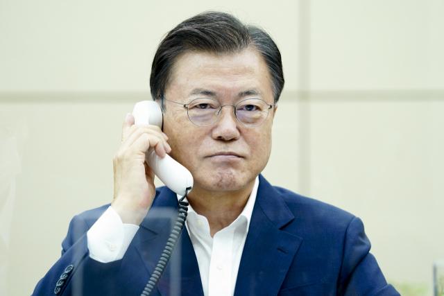 文대통령 지지율 9달 만에 최고치…'민주'도 '국힘' 역전
