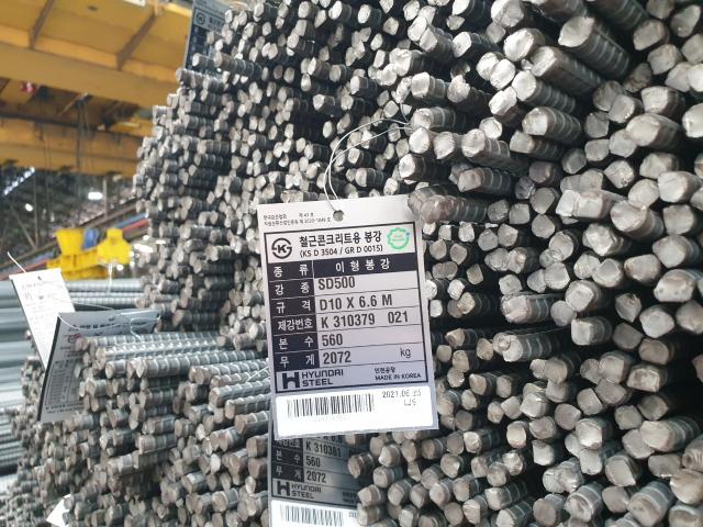 비수기에도 주문 폭주…6m 쌓아두던 철근더미가 2m로 '뚝'