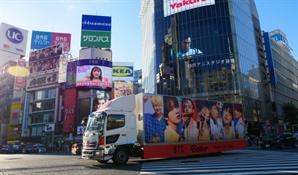 [도쿄올림픽]도쿄의 상징 시부야 스크램블 지나는 BTS 홍보 차량