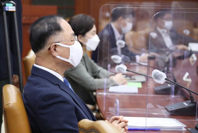 """홍남기 """"65개 핵심기술 선정해 세제지원 대폭 강화"""""""