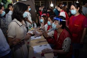 [사진] 난징 17명 집단 감염...중국도 끝나지 않은 코로나