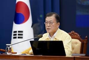 """文, 천안함 전사자 부인 사망에 """"유족 보상금 수급법 개선하라"""""""