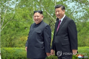 """김정은, 시진핑에 '홍수피해' 위문 구두친서…""""복구투쟁 지지"""""""
