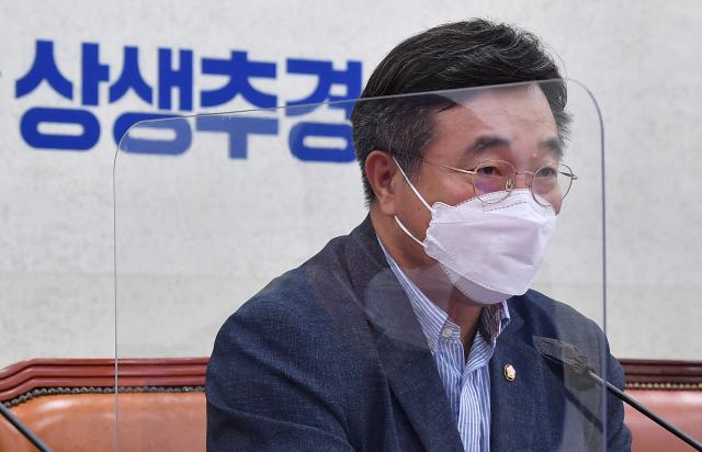 조국관련 양심고백에 윤호중 '검찰각본 가족 인질극 조기종영됐다'