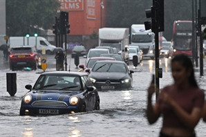 [영상]한 달 치 비가 3시간 만에…英서도 기록적 폭우