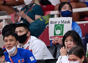 [도쿄올림픽]日 코로나 확진 폭증…경기장은 여전히 노마스크!