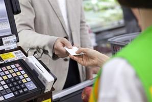 2분기 카드승인액 전년보다 10% 증가… 소비심리 회복
