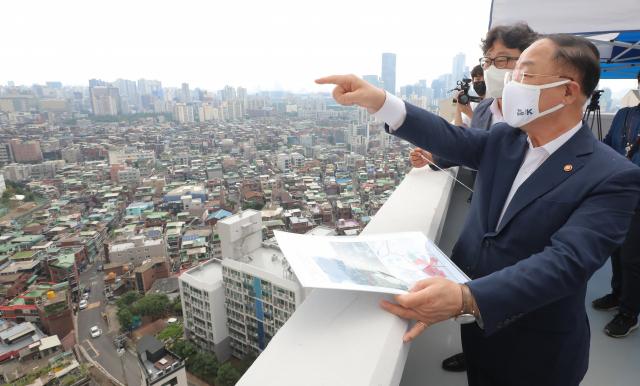 홍남기 '코로나 4차 대유행이 하반기 경제운용 리스크'