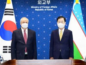 """정의용, 우즈베키스탄 장관 만나 """"신북방정책 핵심 협력국"""""""