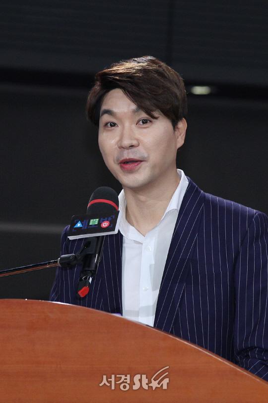 연예인이 벼슬? 박수홍 '노마스크 축하 파티' 논란…'과태료 부과를' 신고 당해