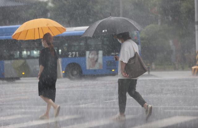 [오늘의날씨]전국 대체로 흐리고 비…한낮 최고 기온 33도