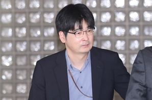 """탁현민 돌연 방미에...靑 """"공무 출장"""" 말 아껴"""