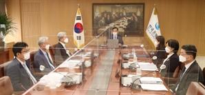 """'매파본색' 금통위…6명 중 5명 """"금리인상 고려해야"""""""