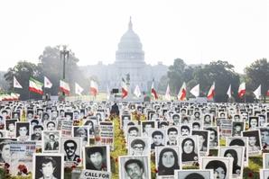 """""""라이시 처벌하라""""…워싱턴에 걸린 이란 정부 탄압 희생자들"""