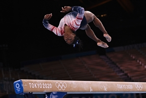 미국 '체조 여왕' 바일스 압박감 이겨내고 동메달
