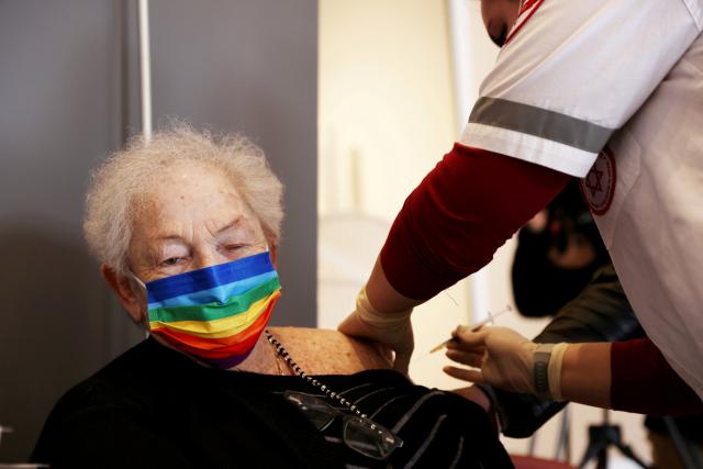 이스라엘서 10만명 백신 부스터샷 맞아…델타 변이에 확진자 5개월만 최다