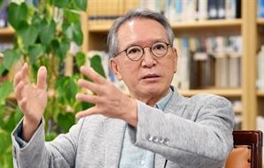 """""""文정부, 정책은 실험·정치는 퇴화…'권력 5년 주기설'로 당겨질 수도"""" [청론직설]"""
