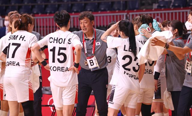 '야 한국 창피하다, 어?'…女핸드볼 감독의 폭언 논란 [도쿄 올림픽]