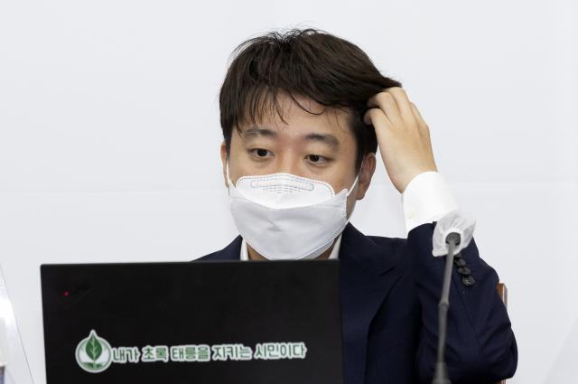 尹 '1일 1구설' 崔 '공부하겠다'...실수 연발에 野서도 비판 목소리