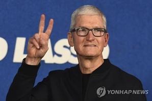 '애플 CEO 10년 ' 팀 쿡, 보너스 9,000억원 챙겼다
