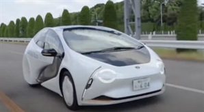 전기차 속도내는 도요타…세계 첫 '전고체 배터리' 車 선봬