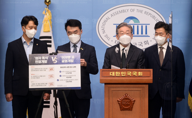 '4,037억 배당은 특혜''5,503억 환수 성공모델'…들불 된 '대장지구 개발' 논란