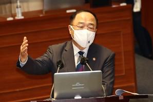 """홍남기, 대정부질문서 설전...""""가상자산 과세 못 미뤄"""""""