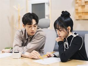 조유리, 신곡 '가을상자' 발매…이석훈과 듀엣 포토 공개